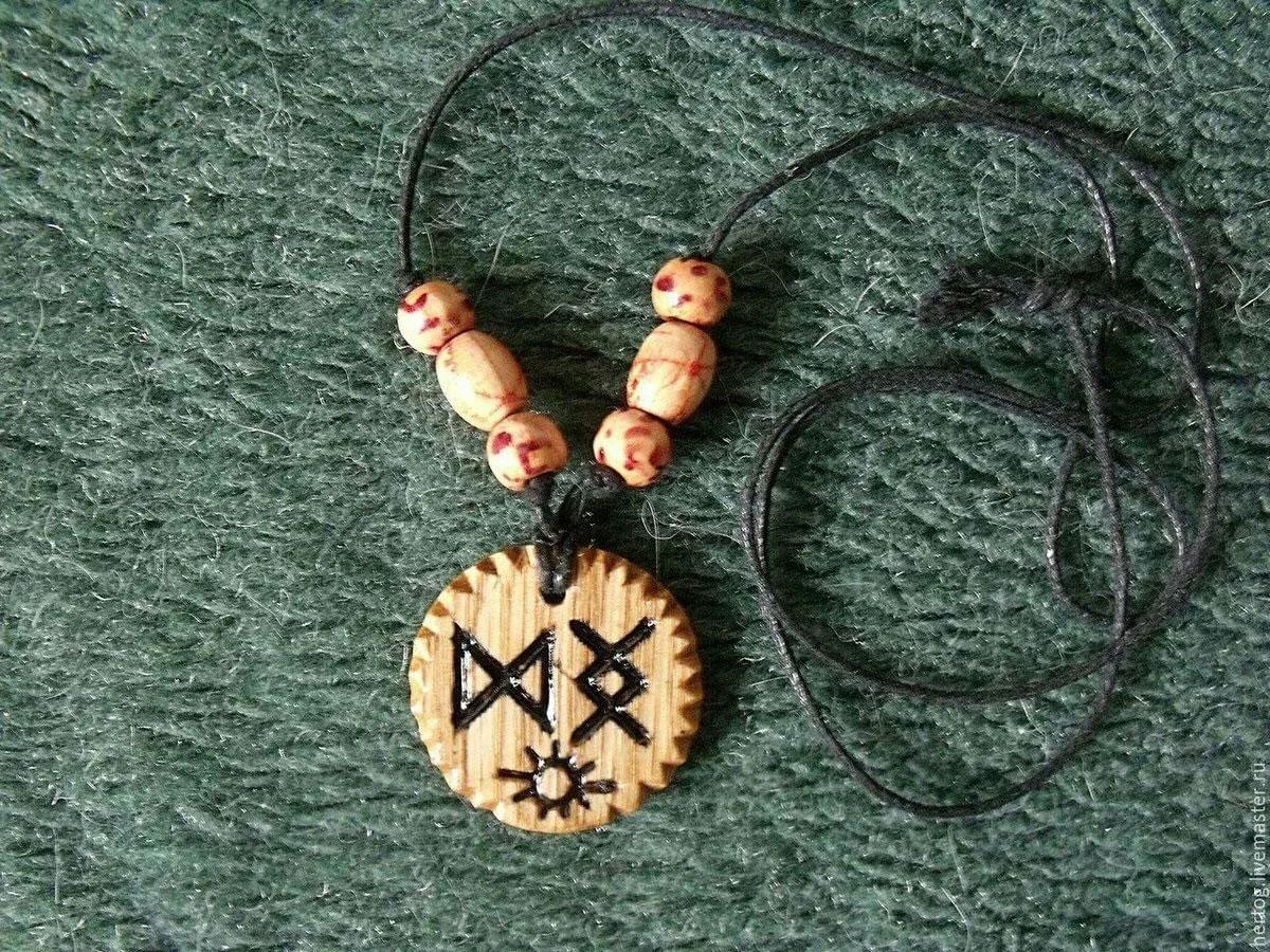 Медальон от бабы Нины — свойства, применение и другие особенности оберега